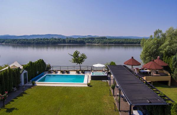 Dan zaljubljenih u sobi sa pogledom na Dunav