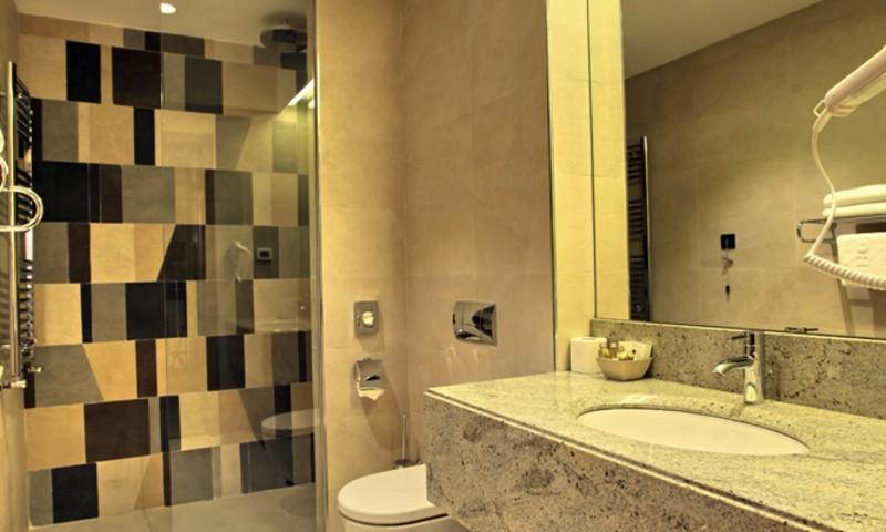 Hotel Mona - Kupatilo